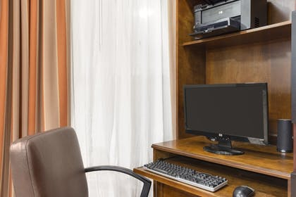Business Center | Country Inn & Suites by Radisson, Bloomington-Normal Airport, IL
