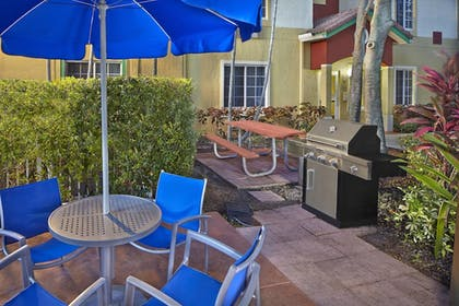BBQ/Picnic Area | TownePlace Suites by Marriott Fort Lauderdale Weston