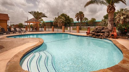 Pool | Best Western Port Lavaca Inn