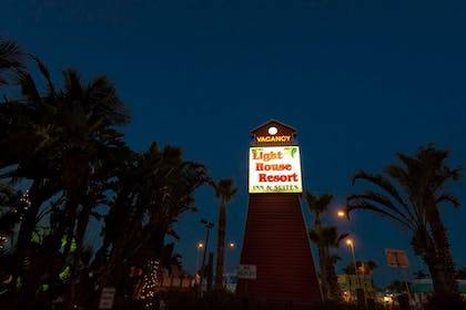 Hotel Front - Evening/Night | The Lighthouse Resort Inn & Suites