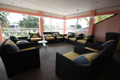 Lobby Sitting Area | The Lighthouse Resort Inn & Suites