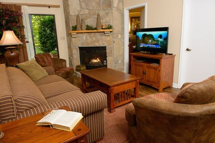 Living Area | Gatlinburg Town Square by Exploria Resorts