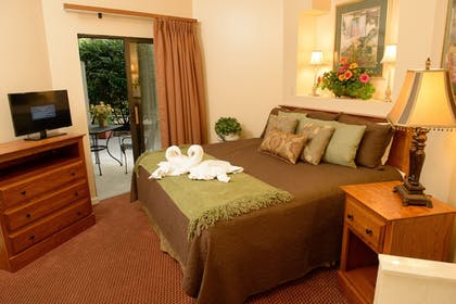 Guestroom | Gatlinburg Town Square by Exploria Resorts