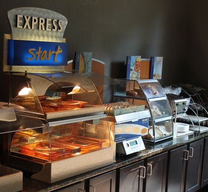 Featured Image   Holiday Inn Express & Suites Starkville
