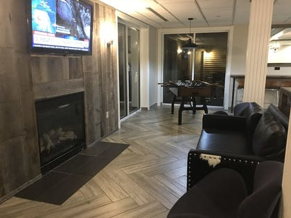 Lobby Sitting Area | CrestHill Suites SUNY University Albany