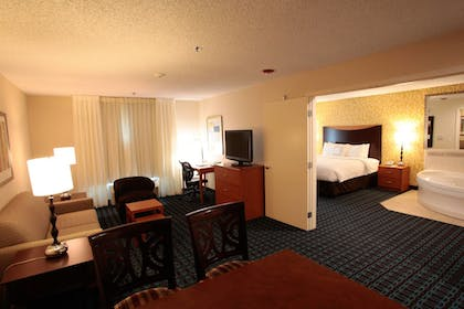 Guestroom | Fairfield Inn & Suites by Marriott Oakland Hayward