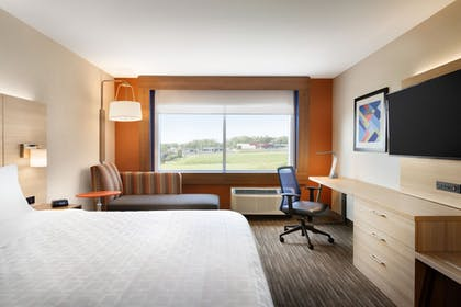 Guestroom | Holiday Inn Express & Suites Locust Grove