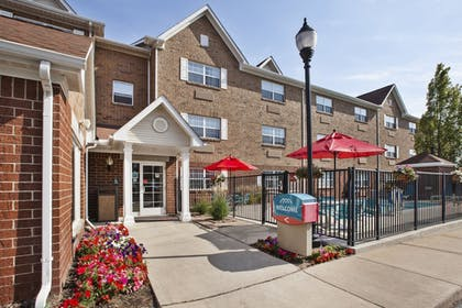 Hotel Entrance | TownePlace Suites Detroit Sterling Heights