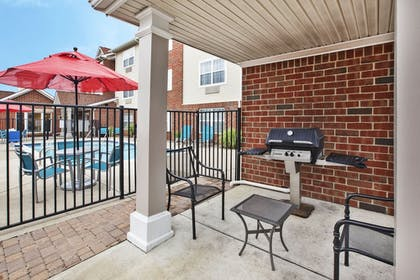 BBQ/Picnic Area | TownePlace Suites Detroit Sterling Heights