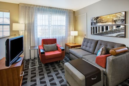 Living Area | TownePlace Suites Detroit Sterling Heights