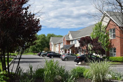 Parking | Cresthill Suites Syracuse