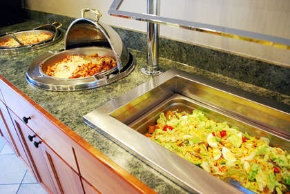 Food and Drink | Cresthill Suites Syracuse