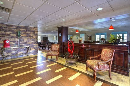 Lobby Sitting Area | Holiday Inn Express Hotel & Suites Columbus-Groveport