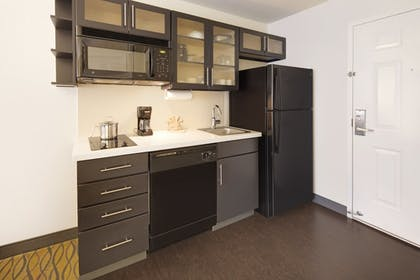 Private Kitchen | Candlewood Suites Rogers / Bentonville