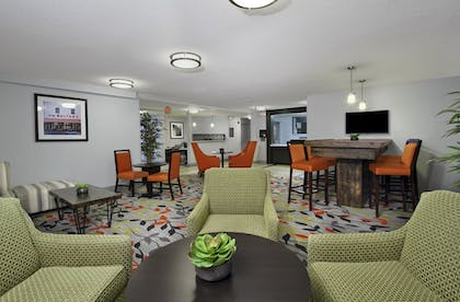 Lobby | Candlewood Suites Rogers / Bentonville