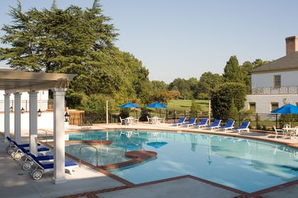 Outdoor Pool | Williamsburg Lodge, Autograph Collection
