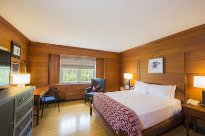Room | Williamsburg Lodge, Autograph Collection