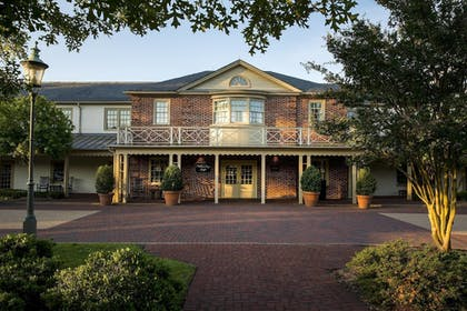 Exterior | Williamsburg Lodge, Autograph Collection