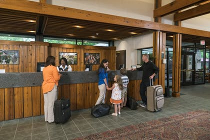 Lobby | Woodlands Hotel & Suites - A Colonial Williamsburg Hotel