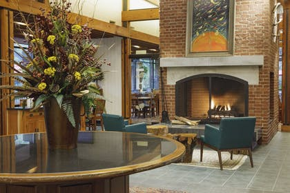 Lobby Sitting Area | Woodlands Hotel & Suites - A Colonial Williamsburg Hotel