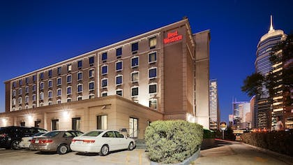 Hotel Front - Evening/Night | SureStay Plus Hotel by Best Western Houston Medical Center