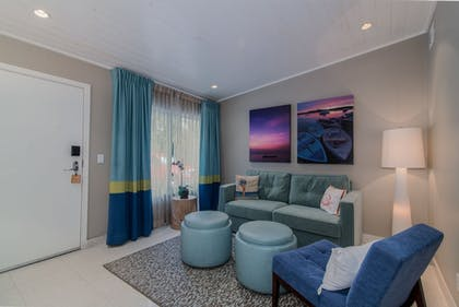 Living Room | Orchid Key Inn