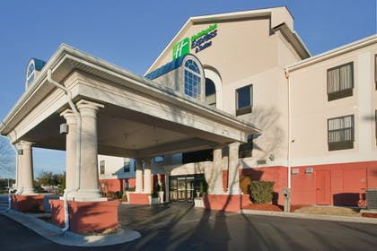 Exterior | Holiday Inn Express Hotel & Suites Laurinburg