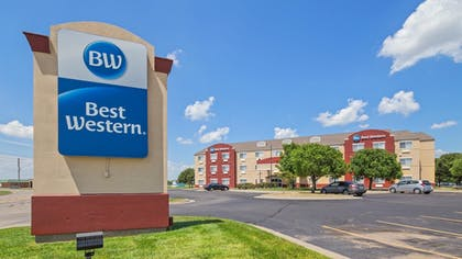 Hotel Front | Best Western Governors Inn & Suites