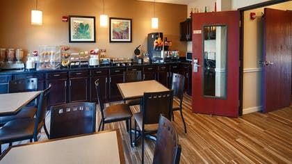 Breakfast Area | Best Western Governors Inn & Suites