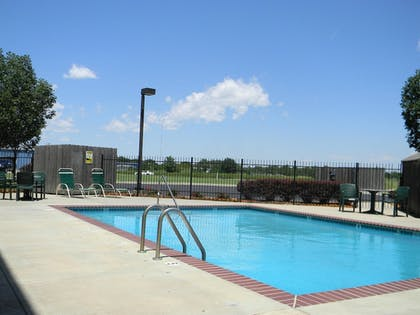 Pool | Best Western Governors Inn & Suites