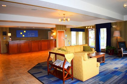 Lobby | Holiday Inn Express Lewiston