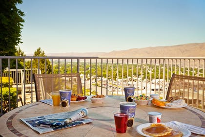 Outdoor Dining | Holiday Inn Express Lewiston