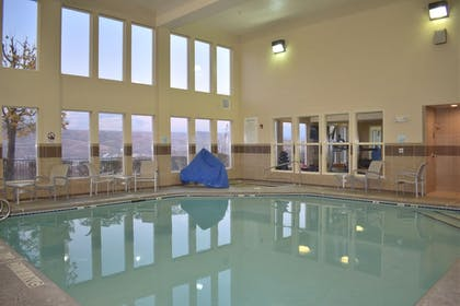 Pool | Holiday Inn Express Lewiston