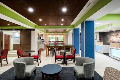 Lobby | Holiday Inn Express Hillsville