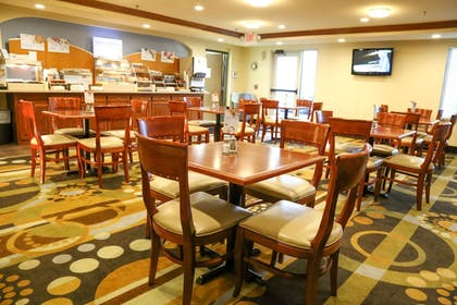 Restaurant | Holiday Inn Express Hotel & Suites Weatherford