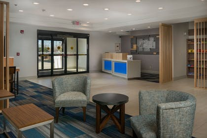 Lobby | Holiday Inn Express & Suites Lawrence