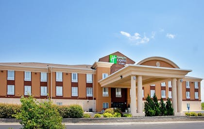 Hotel Front | Holiday Inn Express & Suites Lawrence