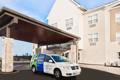 Exterior | Holiday Inn Express & Suites Columbus Airport East