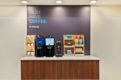 Food and Drink | Holiday Inn Express & Suites Columbus Airport East