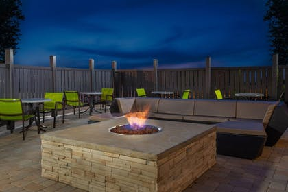 Terrace/Patio | Holiday Inn Express & Suites Columbus Airport East