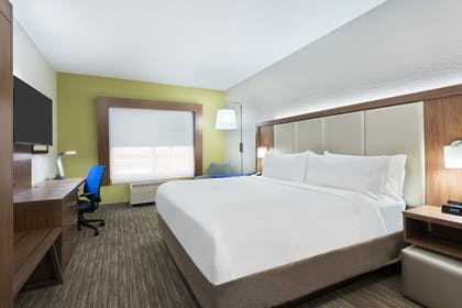 Guestroom | Holiday Inn Express & Suites Columbus Airport East