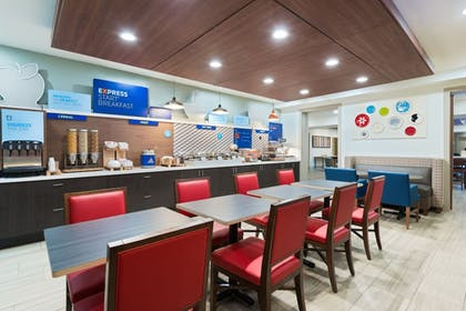 Breakfast Area | Holiday Inn Express & Suites Columbus Airport East
