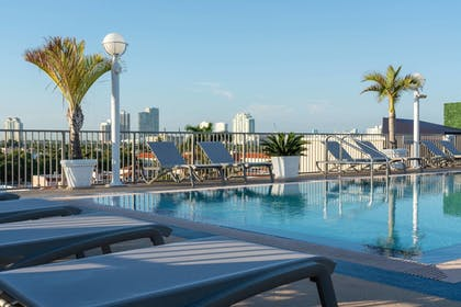 Outdoor Pool | Courtyard by Marriott Miami Beach-South Beach