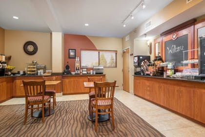 Breakfast Area | AmericInn by Wyndham Rochester Airport