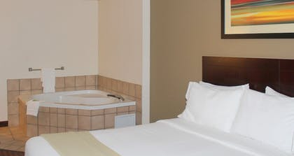 Bathroom   Holiday Inn Express & Suites Plainview
