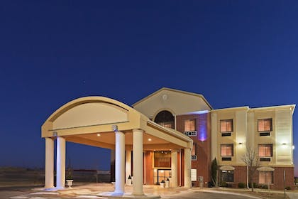 Featured Image   Holiday Inn Express & Suites Plainview