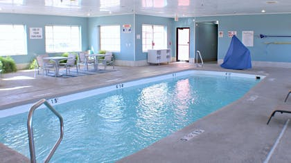 Pool   Holiday Inn Express & Suites Plainview