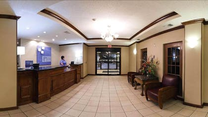 Interior Entrance   Holiday Inn Express & Suites Plainview