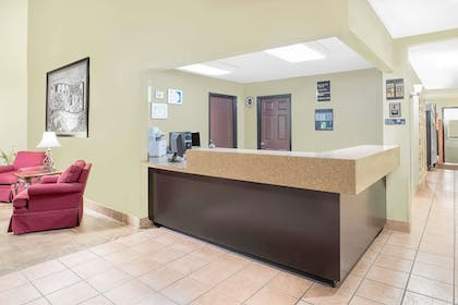 Lobby | Super 8 by Wyndham Nixa/Springfield Area