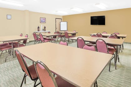 Meeting Facility | Super 8 by Wyndham Nixa/Springfield Area